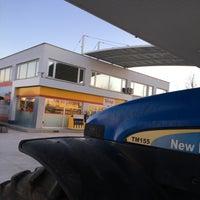 Photo taken at Gürbilek Petrol Kaşınhan Shell by Bayram Kıcır💎 on 3/5/2017