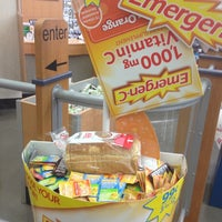 Photo taken at Walgreens by Laurie F. on 9/13/2013