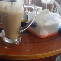 Photo taken at Coffee Toffee by Juni Z. on 12/26/2014