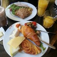 Das Foto wurde bei Cafe MAY von Coco C. am 11/4/2012 aufgenommen