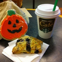 Photo taken at Barnes & Noble by Luiz M. on 10/6/2012