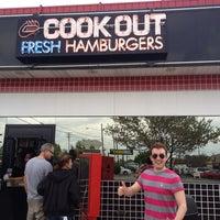 Foto tirada no(a) Cook Out por Jamie S. em 4/19/2013