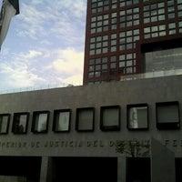 Photo taken at Tribunal Superior de Justicia de la Ciudad de México - Juzgados de lo Familiar by Jose Luis M. on 10/29/2012