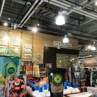 Снимок сделан в Whole Foods Market пользователем Joshua L. 10/22/2017