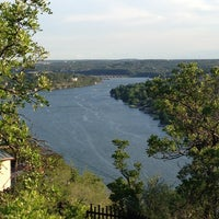Photo prise au Covert Park at Mt. Bonnell par Janie A. le7/19/2013