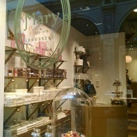 Photo prise au Mary Chocolaterie par Nycole K. le6/23/2015