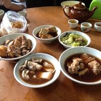 Photo taken at Restoran Hwa Mei 美华肉骨茶 by Andy S. on 6/8/2014