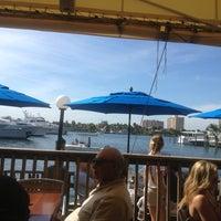 2/3/2013 tarihinde Eric G.ziyaretçi tarafından Coconuts Bahama Grill'de çekilen fotoğraf