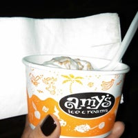 Foto tirada no(a) Amy's Ice Creams por Julia P. em 10/22/2012