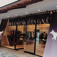 Photo taken at Maison Kitsune Daikanyama by Masaming on 8/27/2017