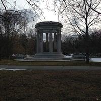 Das Foto wurde bei Mount Auburn Cemetery von Michelle P. am 3/4/2013 aufgenommen