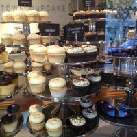 Photo taken at Georgetown Cupcake by Mercedes M. on 2/10/2013