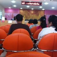 Photo taken at ธนาคารออมสิน ท่าวัง by Jeeranan W. on 5/27/2013
