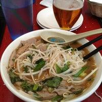 Foto scattata a OB Noodle House & Sake Bar da Kevin G. il 7/16/2013