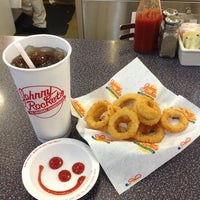 Photo taken at Johnny Rockets by Cyro R. on 10/14/2012