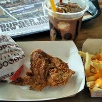 Photo taken at Burger King by oshi r. on 11/17/2016