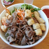 Foto scattata a Pho Sao Bien Vietnamese Restaurant da Ken F. il 4/18/2013