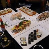 Foto tomada en Sushi Roll por Moises R. el 8/28/2013