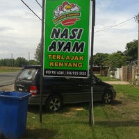 Photo taken at Kedai Makan Nasi Ayam Buyong by Kasbah M. on 11/12/2014