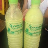Foto diambil di Jonah's Fruitshake and Snackbar oleh iBarry pada 4/20/2014
