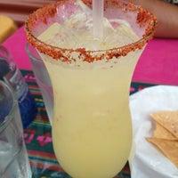 รูปภาพถ่ายที่ El Comal Mexican Restaurant โดย Micky C. เมื่อ 7/4/2013