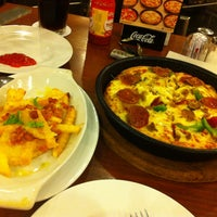 Photo taken at Pizza Hut by Suong N. on 9/25/2013