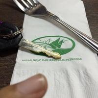Photo taken at Restaurant Kelab Golf & Rekreasi PETRONAS by Amylia M. on 5/27/2016