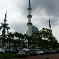 Photo taken at Masjid Sultan Salahuddin Abdul Aziz Shah by yippie p. on 12/21/2012