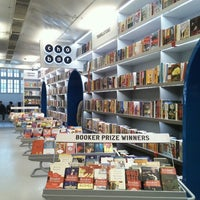 Photo taken at Oxford Bookstore by Kaushal K. on 1/24/2015