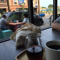 7/5/2015 tarihinde Ozan S.ziyaretçi tarafından Intelligentsia Coffee Bar'de çekilen fotoğraf