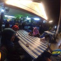 Photo taken at Tomyam Pertama (Kg. Pertama) by zatii on 4/30/2016