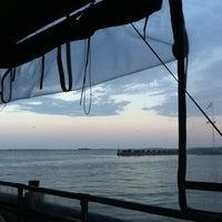 4/6/2012 tarihinde Bret D.ziyaretçi tarafından Fleet Landing'de çekilen fotoğraf