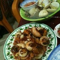Photo taken at Quán Ốc Xuân Thảo by Phillee H. on 4/27/2012