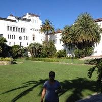 Foto tomada en Santa Barbara Courthouse por Binny N. el 7/2/2012
