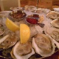 Foto tomada en Legal Sea Foods por Jeff M. el 3/10/2012