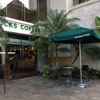 Foto tirada no(a) Starbucks por Brian C. em 4/18/2012