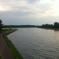 Photo taken at Splitsing Albertkanaal - Kempisch Kanaal by Sven O. on 7/5/2012