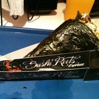 Foto tirada no(a) Sushi Roots Express por Gustavo C. em 4/2/2012