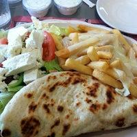 Foto tirada no(a) Crosstown Diner por Jay C. em 5/26/2012
