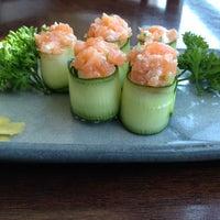Foto tirada no(a) Ryuu Sushi Bar por Milena P. em 3/26/2012