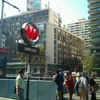 Foto tomada en Metro Santa Lucía por Wladimir S. el 3/9/2012