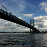Photo taken at Benjamin Franklin Bridge by Laura Clementina R. on 7/29/2012