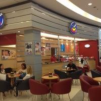 Foto diambil di Café Blenz oleh Isaias A. pada 8/10/2012
