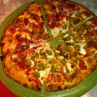 Photo taken at A Tal da Pizza by Renata F. on 9/1/2012