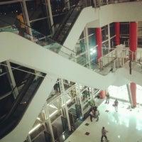 Foto tirada no(a) Shopping Metrô Boulevard Tatuapé por Rogério M. em 8/28/2012