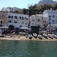 Foto scattata a Porto Turistico di Capri da Norie S. il 8/19/2012