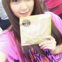 Photo taken at Starbucks by アケダ 須. on 2/20/2012