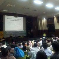 Photo taken at Fakultas Kedokteran Universitas Indonesia by Харри Ханави on 8/12/2012