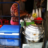 Photo taken at Sup Cua Truong Tran Van On by Ngoc T. on 3/1/2012