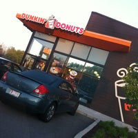 Photo taken at Dunkin Donuts by Yvonne B. on 4/18/2012